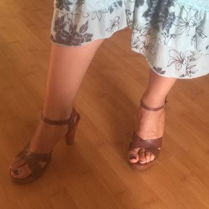 Frye (brand) chestnut brown strappy sandal heels